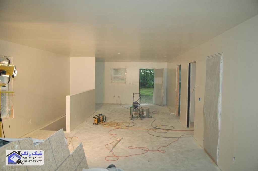 رنگ کردن دیوار خانه